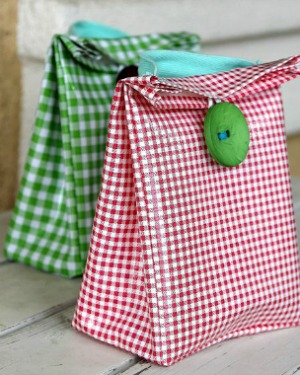How to make an oilcloth lunch bag