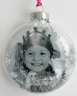 How to put a photo in an ornament